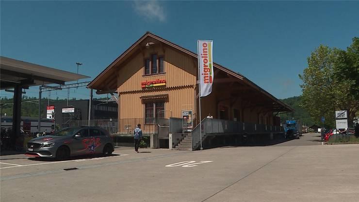 Der Migrolino beim Bahnhof Wettingen