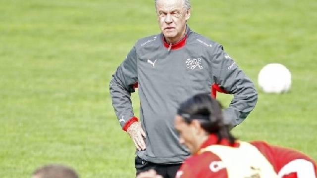 Ottmar Hitzfeld während einer Trainingseinheit in Freienbach