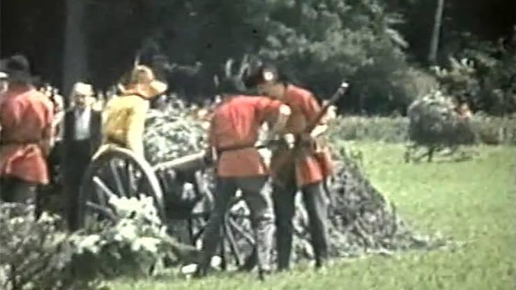 Nachdem während des Krieges kein Gefecht stattfand, wurde die Tradition 1945 wieder aufgenommen. Es sind die ersten Kinderfest-Aufnahmen in Farbe.