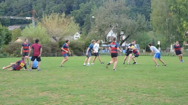 Die U-18-Mannschaft des Rugbyclubs Würenlos beim Training.