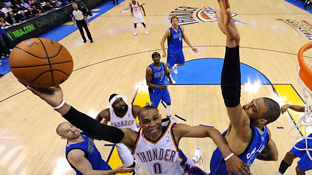 Oklahoma Citys Spielmacher Russell Westbrook auf dem Weg zum Korb