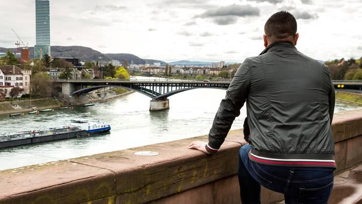 Der Polizeiassistent Y.M. wurde verdächtigt, ein Spion zu sein. Ein anonymes Portrait, aufgenommen am 13. April 2018 auf der Pfalz in Basel.