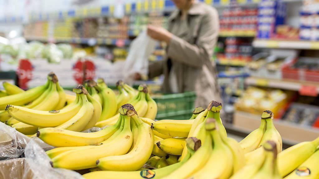 Lieber fair gehandelte oder die «normalen» Bananen? Schweizer Konsumenten greifen häufiger zu Fair-Trade-Produkten als Deutsche. (Symbolbild)