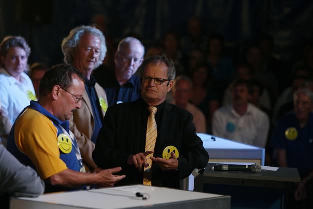 Moderator Jörg Meier testet das Wissen der Experten über ihre Heimatstadt Schlieren