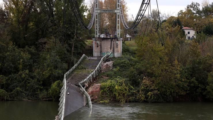 Beim Einsturz einer Brücke in Frankreich soll ein zu schwer beladener Lastwagen die Unglücksursache gewesen sein. (Archivbild)
