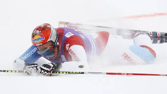 Didie Cuche stürzt. Bild vom Sturz in Kranjska Gora, bei dem er sich im Januar 2010 den Daumen brach.