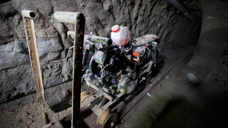 Mit diesem umgebauten Motorrad wurde Aushub und Materialen zum Bau des Tunnels transportiert.