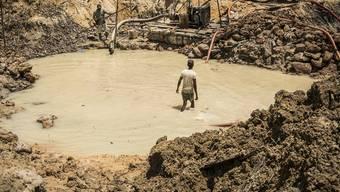 Ein Beispiel von Menschenhandel aus Guyana: Kriminelle Banden zwingen Kinder und junge Männer zur Arbeit in einer Goldmine. (Archivbild)