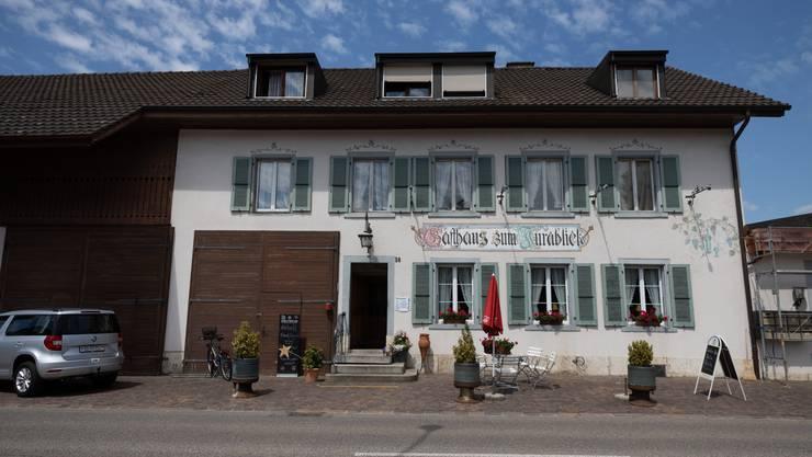 Am 29. Januar 2016 überfielen ein Mann und eine Frau das Restaurant Jurablick an der Köllikerstrasse in Gretzenbach und erbeuteten 1481 Franken.