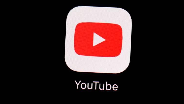 YouTuber, die neu die Marke von 100'000 Abonnenten erreichen, müssen sich um den Status für ein verifiziertes Profil bewerben und beweisen, dass sie sich nicht für jemanden anderen ausgeben. (Symbolbild)