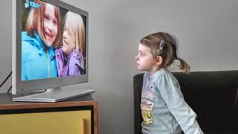 Zeitversetztes Fernsehen soll geregelt werden. Das findet die zuständige Nationalratskommission nach wie vor. Das Ziel sei aber nicht, Replay TV zu verunmöglichen, versichert sie. (Symbolbild)