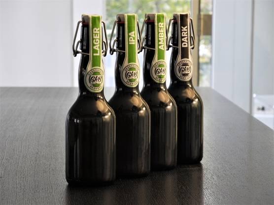 Die Urdorfer Kleinbrauerei stellt verschiedene Biersorten her. Am Rampenverkauf wird erstmals die Sorte «Dark» angeboten.