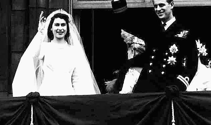 20. November 1947: Elizabeth heiratet Prinz Philip, einen griechischen Prinzen mit deutschen Wurzeln –was nach dem Krieg nicht unumstritten ist. (Bild: AP)