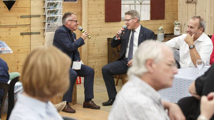 Der heisse Stuhl: Regierungsrat Roland Fürst  wird von Balz Bruder, dem neuen Chefredaktor der Solothurner Zeitung, interviewt.