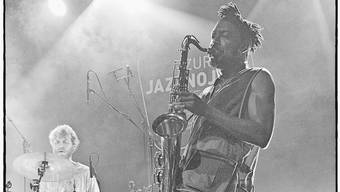 Shabaka Hutchings mit The Comet Is Coming.