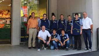Andreas Schüpbach, Roman Villiger und Daniel Strebel (von links) mit den Mitarbeitern.