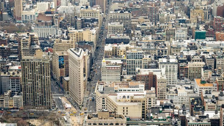 Das Häusergewimmel von Manhattan mit der 5th Avenue Richtung Finanzzentrum ist auch Sinnbild für die Erzählweise von Garth Risk Hallberg in seinem Roman «City On Fire».Thinkstock