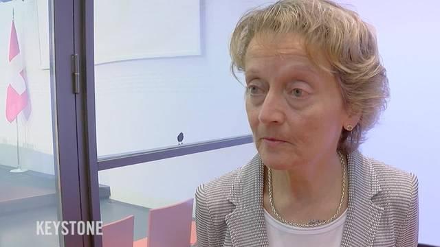 """Der Bundesrat lehnt die Volksinitiative """"Ja zum Schutz der Privatsphäre"""" ab. Laut Bundesrätin Eveline Widmer-Schlumpf hat die Ablehnung nichts mit dem Bankgeheimnis zu tun."""