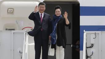 Der chinesische Präsident Xi Jinping trifft mit seiner Frau Peng Liyuan in Florida ein.