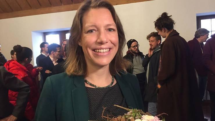 Die 36-jährige Sonja Lüthi von den Grünliberalen lässt sich als neue Stadträtin von St. Gallen feiern.