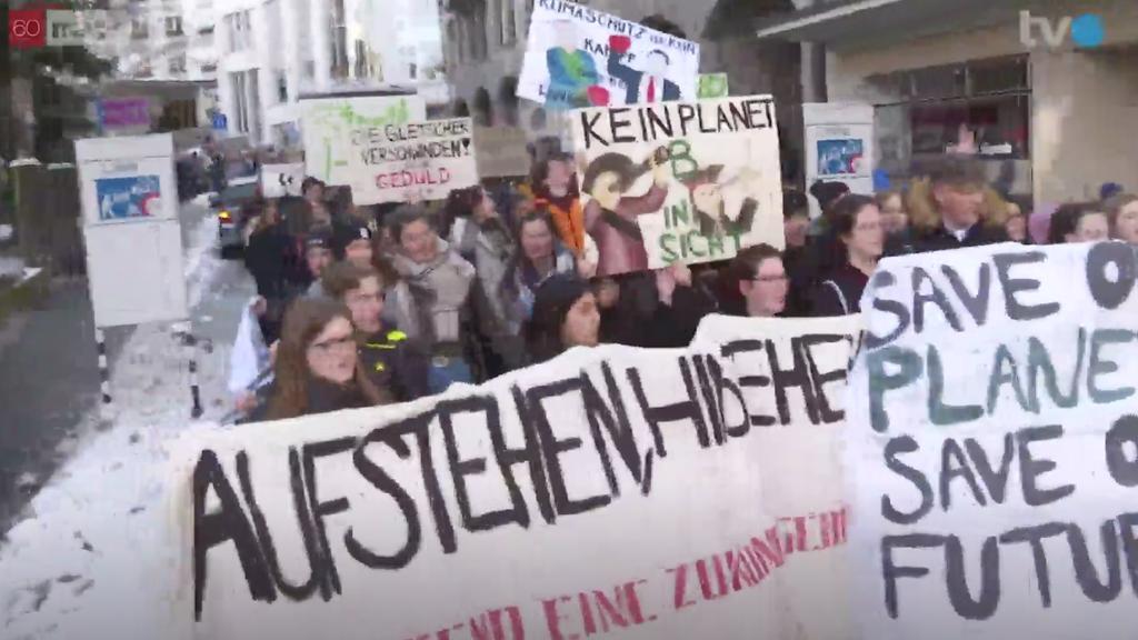 Etwa 600 Leute haben am Samstag in der St.Galler Altstadt demonstriert.