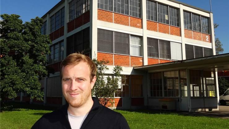 Er ist der Autor des Buches «Bata – Schuhe für die Welt, Geschichten aus der Schweiz»: Tobias Ehrenbold, Projektleiter bei der Gemeinde Möhlin, stellt sein Werk am 10. Oktober in diesem Bata-Gebäude vor. chr