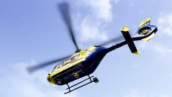 Die zwei Männer wurden mit einem Rettungshelikopter sowie einem Rettungswagen ins Spital gebracht.