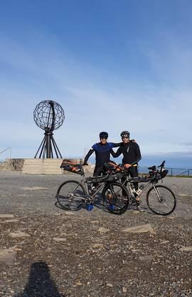 Hier ein Foto vom Start am Nordkap mit dem Düsseldorfer Fotografen und Ultrabiker Philipp Hympendahl