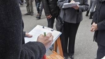Die Landeskanzlei anerkennt nur auf Papier abgegebene Listen mit handschriftlichen Unterschriften als Petition. (Symbolbild)