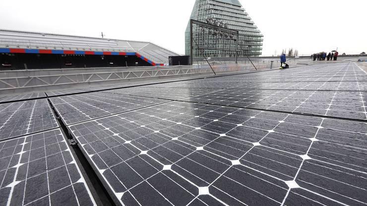 Solarkraftwerk auf dem St.-Jakob-Stadion: Mosaikstein künftiger Stromversorgung.