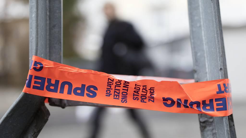Mann sticht in der Stadt Zürich zwei Personen nieder