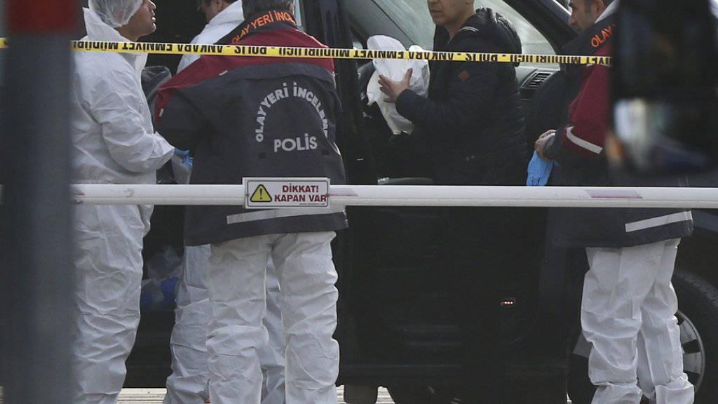 Spurensicherung am Tag nach dem Anschlag in Ankara.