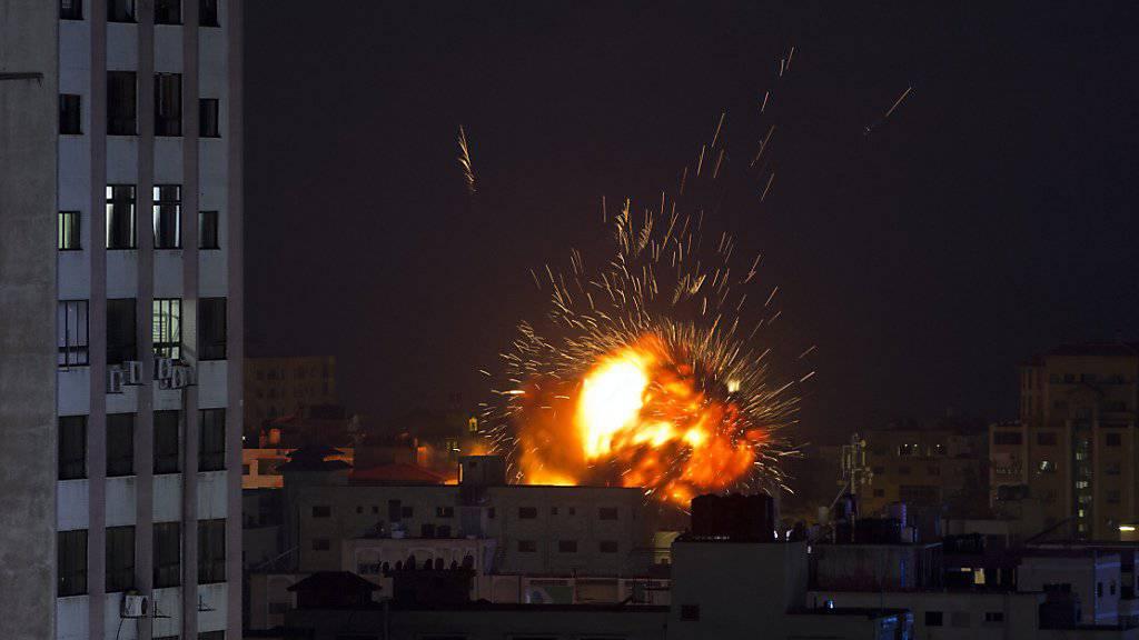 Eine Explosion, ausgelöst durch einen israelischen Luftangriff auf den Gazastreifen.