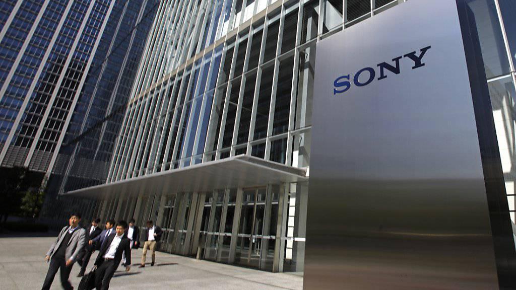 Die jahrelange harte Sanierung von Sony trägt Früchte, das Unternehmen schreibt im vergangenen Quartal deutlich mehr Gewinn. (Archiv)