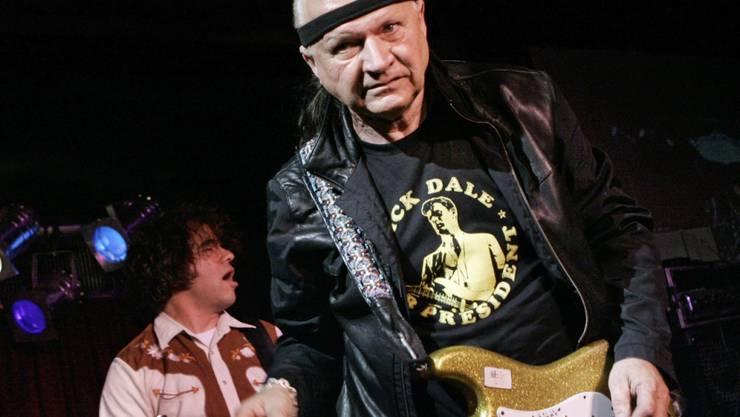 Läutete die Surf-Rock-Szene ein: US-Gitarrist Dick Dale (1937-2019). (Archivbild)