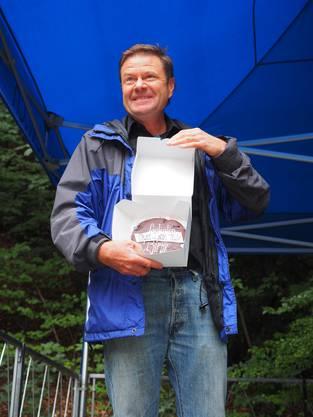 Als «Honorar» nahm Landschaftsarchitekt Felix Naef am Samstag einen Kuchen entgegen.