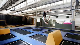 Die Bundesstelle für Unfallverhütung gibt neue Sicherheitsempfehlungen für Trampolin-Hallen heraus.