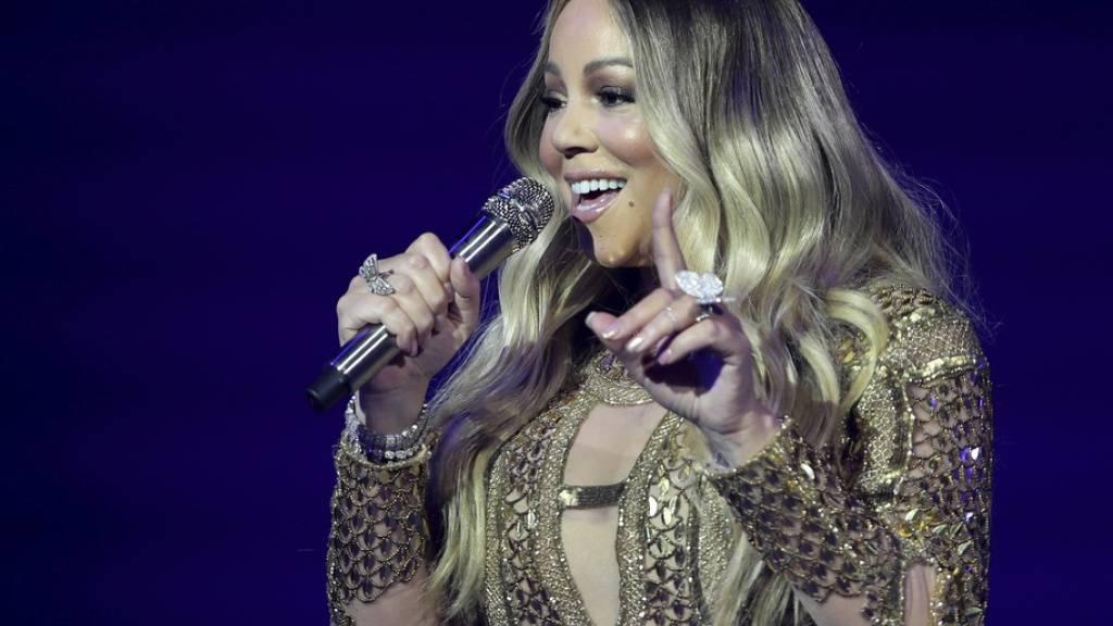 Verfrühtes Weihnachtsgeschenk für US-Sängeirn Mariah Carey: Ihr Song «All I Want for Christmas Is You» von 1994 ist aktuell auf Platz 1 der Billboard-Charts.