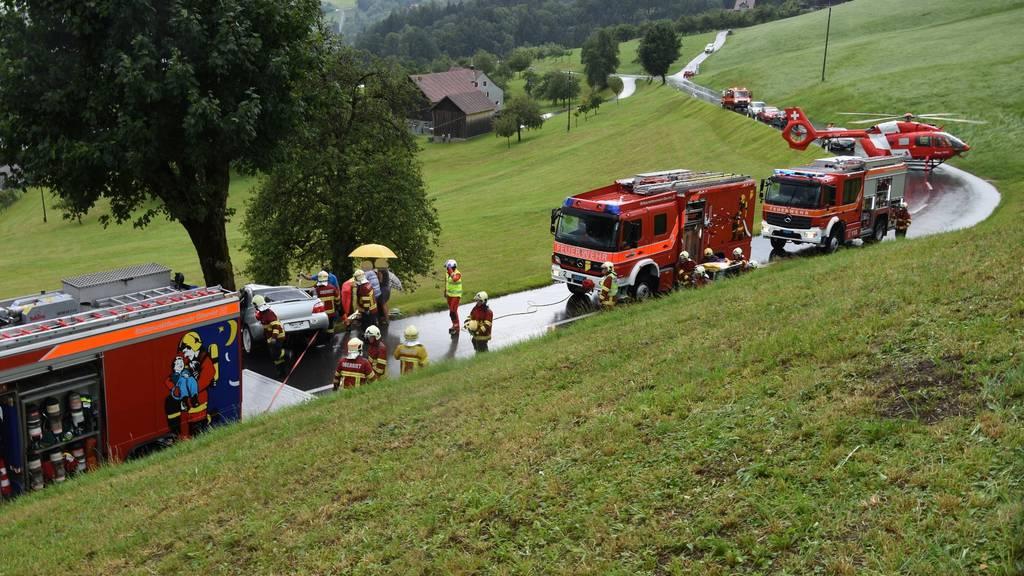 Zahlreiche Einsatzkräfte sind am Sonntag wegen eines schweren Unfalls nach Altstätten ausgerückt.