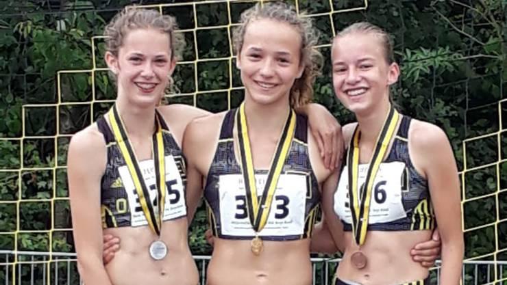 Siegerehrung der U14W an den Schüler Mehrkampfmeisterschaften beider Basel mit Michelle Heid (von l.), Eve Attenhofer, Jasmin Tork.