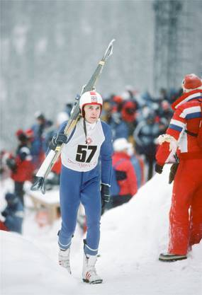 Matti Nykänen im Februar 1984 als 20-Jähriger auf dem Weg zum Gewinn seiner ersten Olympia-Goldmedaille in Sarajevo.