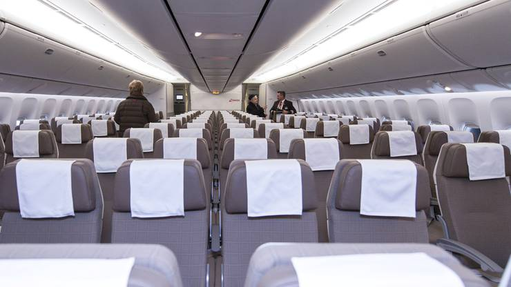 Blick auf die Sitzreihen der Economy Class - mehr Beinfreiheit dank optimierter Sitze und einer verbesserten Geometrie verspricht die Swiss.