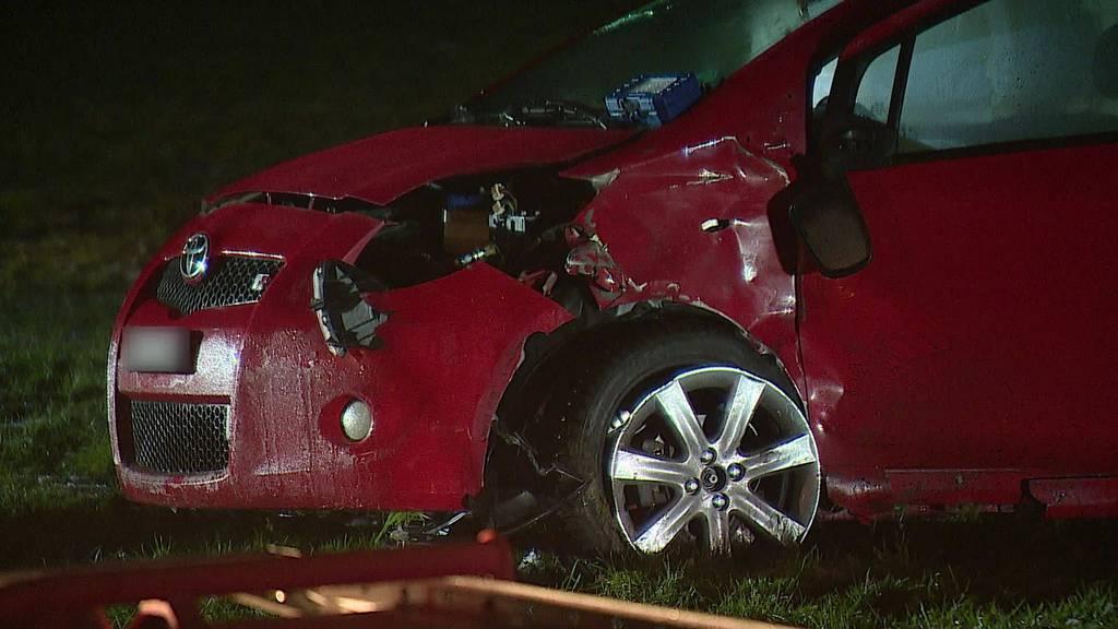 Unfall: 3 Autos kollidieren in Lütisburg