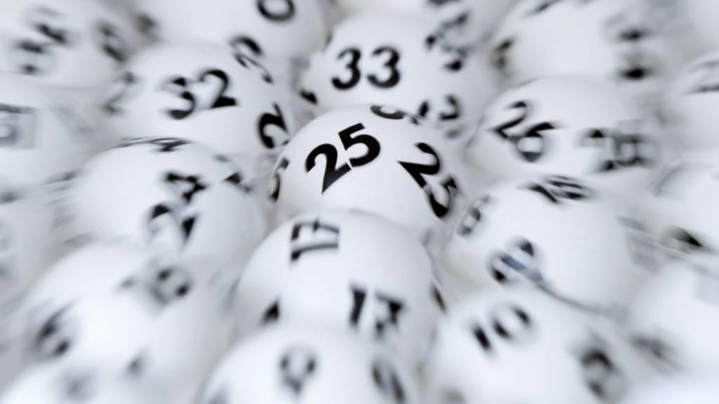 Zwei Glückspilze gewinnen je rund eine Million Franken im Lotto