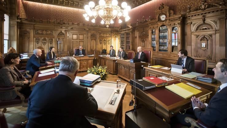 Der Bundesrat an der wöchentlichen Sitzung. Bald gibt es hier eine Rangelei um das Wirtschaftsdepartement.