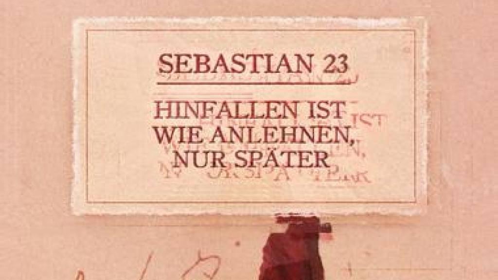 """""""Hinfallen ist wie Anlehnen, nur später"""" des Slammers Sebatian 23 ist in Leipzig zum schrägsten Buchtitel des Jahres gekürt worden. (Handout)"""