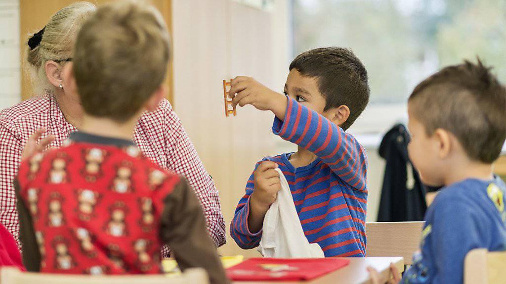 Kompromiss statt Pflicht: Die Zuger Kindergärtler reden künftig grundsätzlich Schweizerdeutsch. Ausnahmen bleiben aber erlaubt. (Symbolbild)