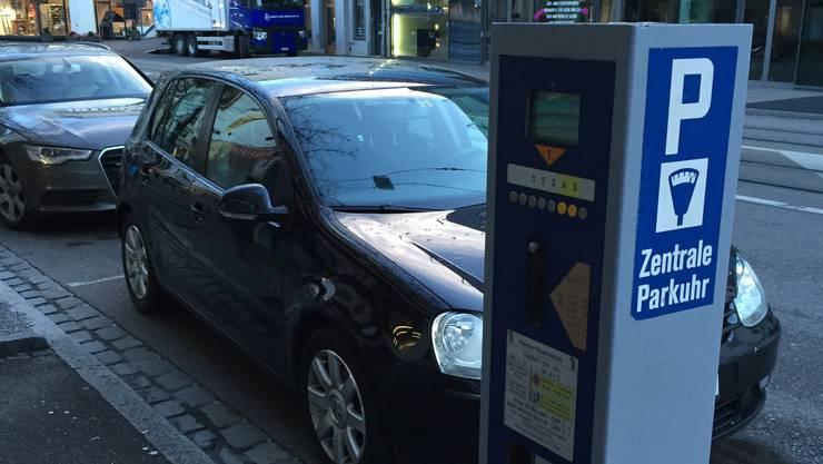 In Basel sind Parkplätze schon seit längerem Mangelware. (Symbolbild)