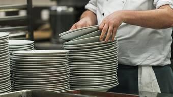 Der Stellenschwund bei Restaurants und Hotels dürfte laut dem KOF-Beschäftigungsindikator erstmals seit dem Frankenschock Anfang 2015 zu einem Halt kommen. (Themenbild)