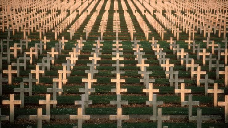 Im Friedhof des ehemaligen Fort Douaumont auf dem Schlachtfeld von Verdun liegen die Gebeine von 15000 unbekannten französischen Soldaten.Alex Webb/Magnum Photos